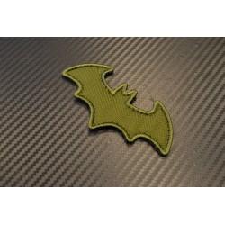 "Riidest embleem, ""Bat"", oliivroheline"